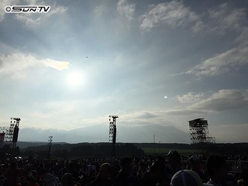 富士山の裾野から昇る太陽。まさに絶景ですね。