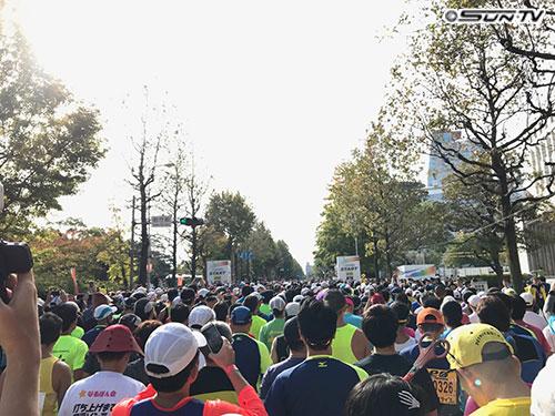 さすがは3万人の大阪マラソン!めっちゃ人が多かったです