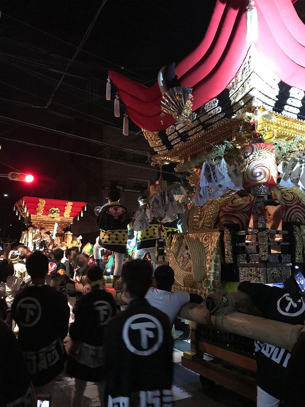 播州一デカくて荒っぽい練りを魅せる下町屋台、今年本宮の宮出では、屋根がズレるハプニングもありました。by.ヨシ太郎さん